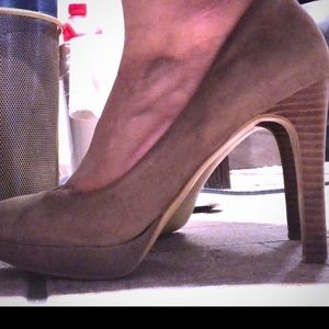 Banana Republic suede tan heels 6.5